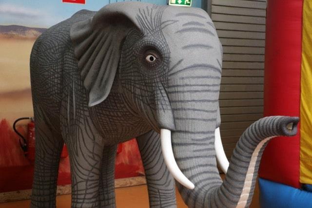 Ein Elefant begrüßt die Kinder im Erlebnispark Gevelsberg