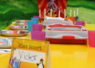 geschmückter Tisch für ein Kindergeburtstag im Indoorspielplatz Gevelsberg